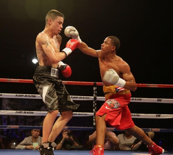 Felix verdejo scores ko victory on solo boxeo round by - Hector santos ...
