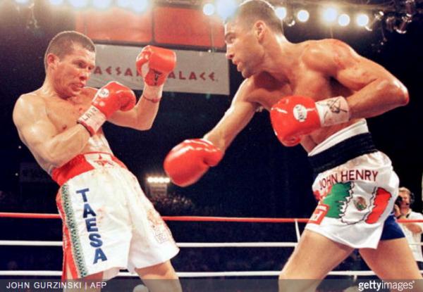 Oscar De La Hoya vs. Julio Cesar Chavez - John Gurzinski AFP