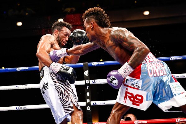 LR_FIGHT NIGHT-CHARLO VS TROUT-TRAPPFOTOS-05212016-2253
