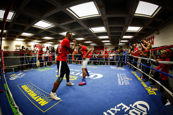 LR_MEDIA WORKOUT-CHARLO BROTHERS-TRAPPFOTOS-05182016-8692