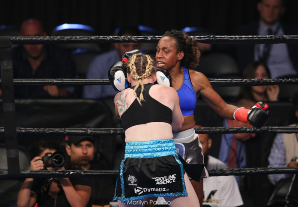 Heather Hardy vs . Kirstie Simmons - MVP RBRBoxing (11)
