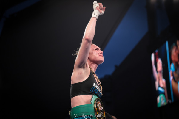 Heather Hardy vs. Shelly Vincent - MVP RBRBoxing (29)