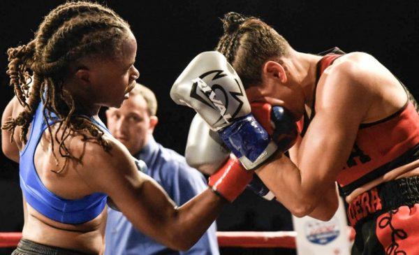 Dalia Gomez vs Leesa Daniel - Julio Sanchez RBRBoxing (2)