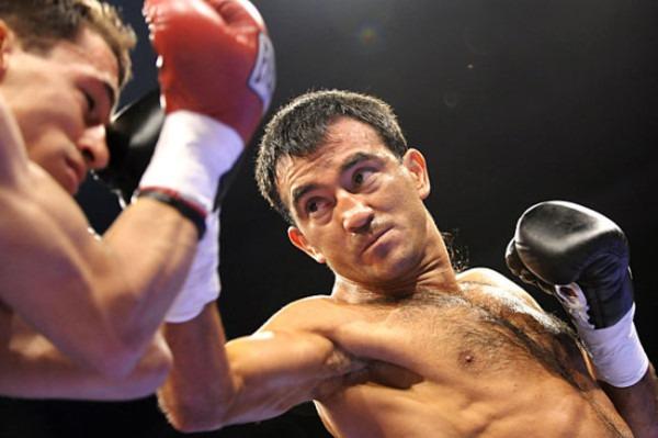 Omar narvaez wins by 10th round stoppage for Gimnasio narvaez