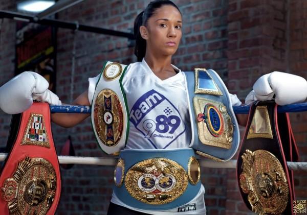 Amanda Serrano con los titulos