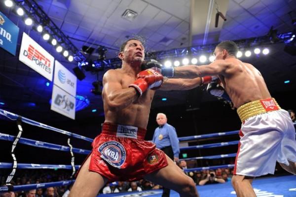 Darleys Perez vs. Jonathan Maicelo - PHOTO CREDIT CARLOS BAEZA  THOMPSON BOXING PROMOTIONS2