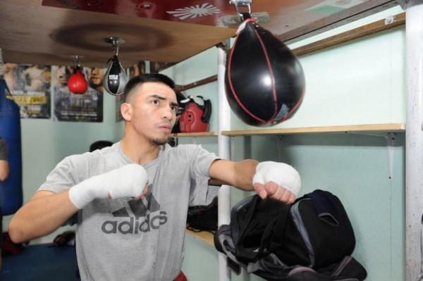 Isaac Zarate - Thompson Boxing Carlos Baeza