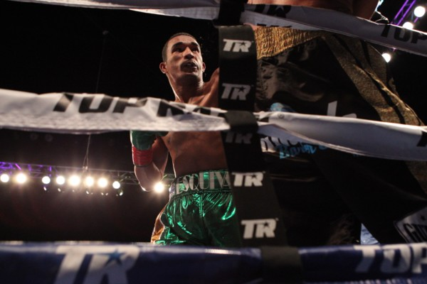 esquiva-falcao-vs-josue-obando-jr-barron-rbrboxing-1