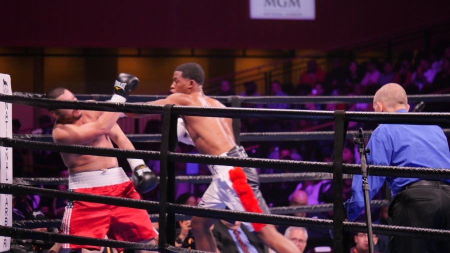 Lamont Peterson vs  Sergey Lipinets Fight Results