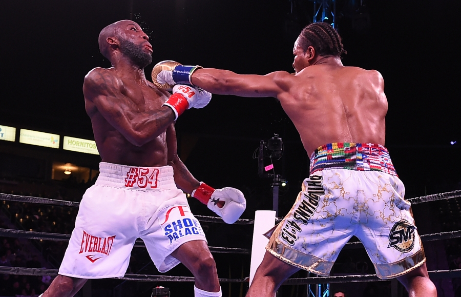 Porter edges Ugas to retain welterweight crown