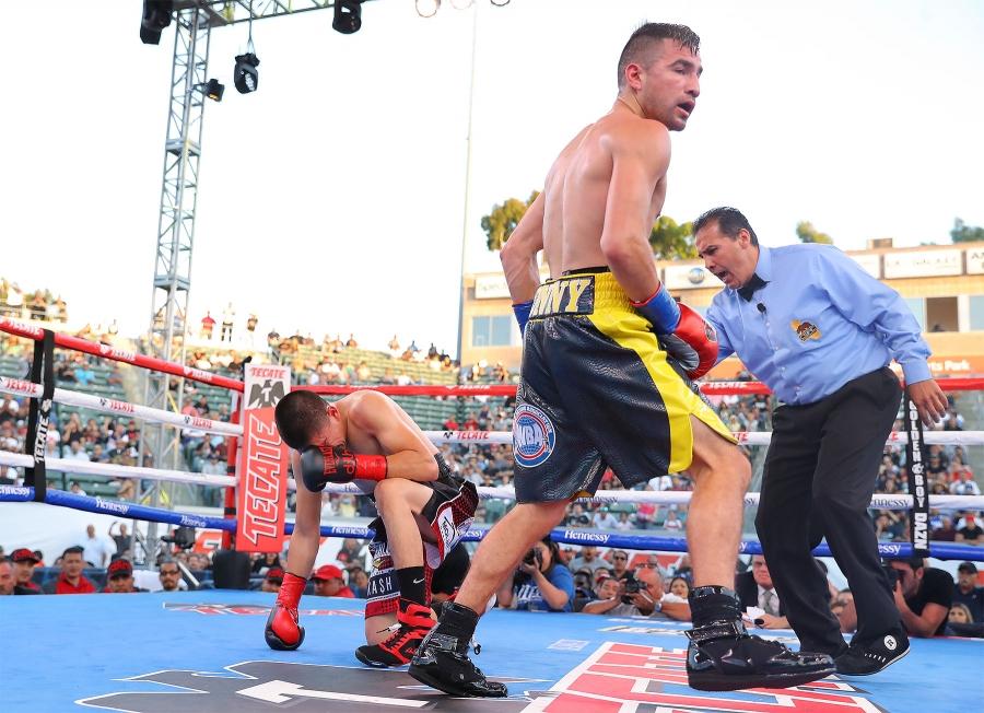 Rios defeats De La Hoya