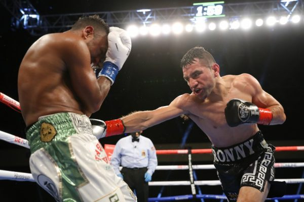 Ronny Rios defeats Oscar Negrete
